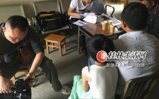 广西男教师猥亵6名女生被举报:拍屁股是关爱