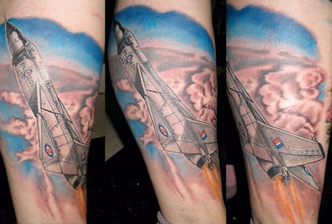 网友评论:飞机是外国发明的,纹身是外国发明的,纹飞机也是外国发明的