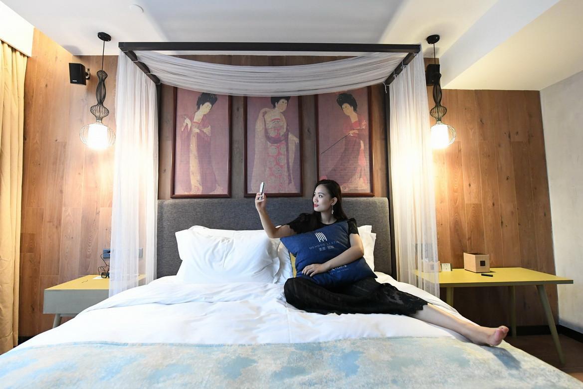 美女试睡员推荐:不是土豪也住得起的完美酒店