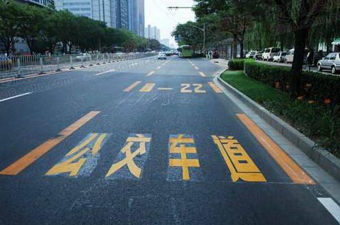 武汉新一批公交专用道下月启用 占用一次罚50元