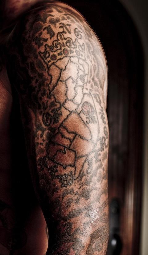 """在中国有一句话叫""""五指连心"""",jr手指上的纹身是女儿的名字demi.图片"""