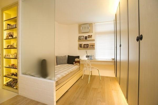 """40平小户型装修案例:磨砂玻璃遮挡住卧室""""春光"""",小小的单人床简单可爱"""