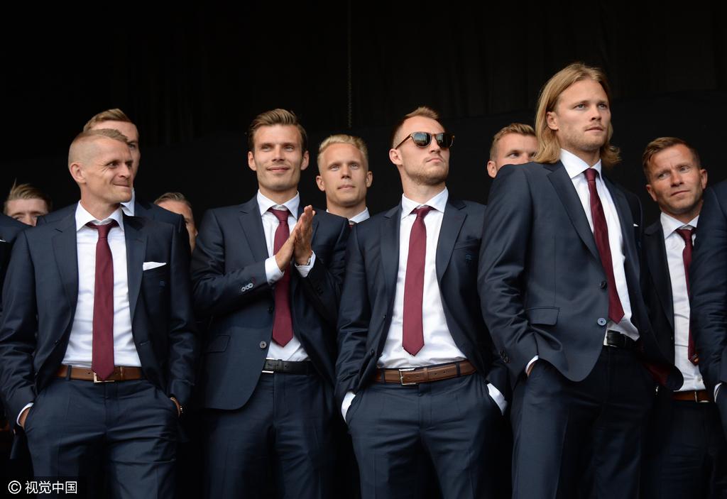 冰岛队员凯旋回国
