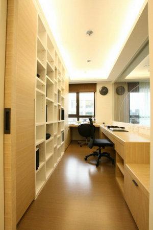 书房(书房装修效果图)又称家庭工作室,是作为阅读,书写以及业余学习