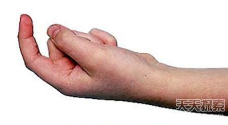 勾手指 大家普遍认为,勾起食指的意思是过来,你想让对方过来,他们也懂
